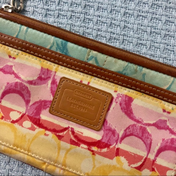 Coach Handbags - Vintage coach Hamptons wristlet